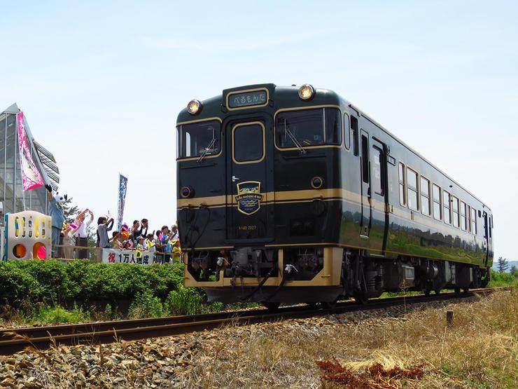 毎週日曜日は観光列車「べるもんた」に手をふろう!